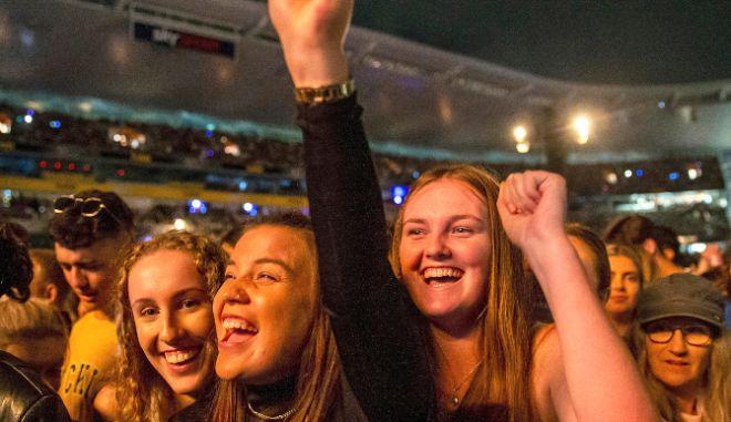 Λίβερπουλ: Συναυλία με 5.000 άτομα χωρίς μάσκες και αποστάσεις