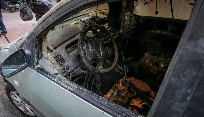 Καταστροφές σε αυτοκίνητα από την χθεσινοβραδυνή επίθεση ομάδας αγνώστων στο ΑΤ Ομόνοιας
