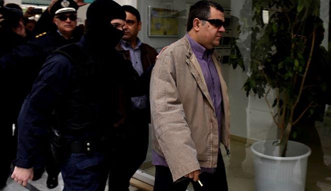 Αποφυλάκιση του Γιώργου Ρουπακιά από τις φυλακές Κορυδαλλού την Παρασκευή 18 Μαρτίου 2016. Με το υπ΄αριθμόν 260/2016 βούλευμα του Συμβουλίου Εφετών της Αθήνας αποφασίστηκε η αποφυλάκιση του με αυστηρούς περιοριστικούς όρους. Συγκεκριμένα, στον κατηγορούμενο με το βούλευμα αποφυλάκισης επιβάλλονται οι περιοριστικοί όροι του κατ' οίκον περιορισμού υπό 24ώρη αστυνομική φύλαξη με δυνατότητα μετάβασης με αστυνομική συνοδεία μόνο, κατά τις ημέρες της δίκης, στο Τριμελές Εφετείο Κακουργημάτων όπου εκδικάζεται η υπόθεση της Χρυσής Αυγής και της απαγόρευσης εξόδου από τη χώρα.  (EUROKINISSI/'ΣΤΕΛΙΟΣ ΜΙΣΙΝΑΣ)