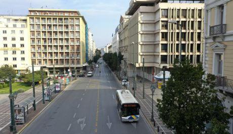 Άδεια η οδός Σταδίου στην Αθήνα εν μέσω του lockdown