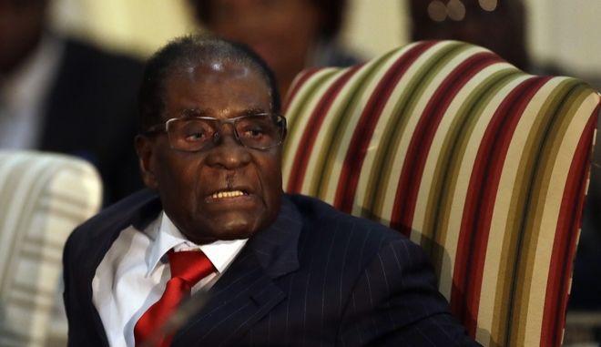 Ζιμπάμπουε: Καθαιρείται ο Μουγκάμπε