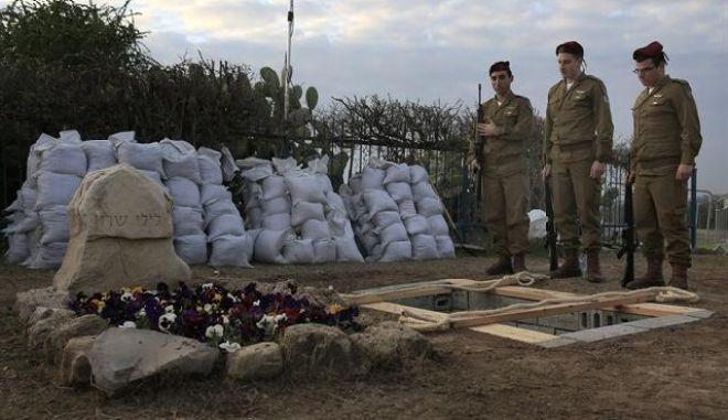 Με ρουκέτες αποχαιρέτησαν οι Παλαιστίνιοι τον Σαρόν