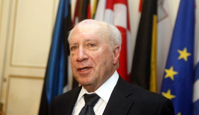 Συνάντηση του προσωπικού απεσταλμένου του ΓΓ του ΟΗΕ στις συνομιλίες μεταξύ Ελλάδας και ΠΓΔΜ, Μάθιου Νίμιτς με τον πρωθυπουργό Αντώνη Σαμαρά και τον υπουργό Εξωτερικών, Δημήτρη Αβραμόπουλο την Τετάρτη 9 Ιανουαρίου 2012. Ο κ.Νίμιτς βρίσκεται στην Αθήνα και στην συνέχεια επισκέφθηκε τα Σκόπια. Στη συνάντηση συζητήθηκαν οι ιδέες για το θέμα της ονομασίας που παρουσίασε ο Μάθιου Νίμιτς στη Νέα Υόρκη. (EUROKINISSI/ΓΙΩΡΓΟΣ ΚΟΝΤΑΡΙΝΗΣ)