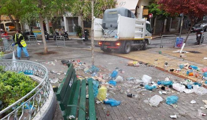 Κυψέλη: 50 σακούλες σκουπίδια από το κορονοπάρτι στην πλατεία Αγ. Γεωργίου