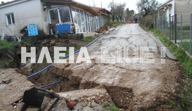 """Βίντεο: Η γη """"καταπίνει"""" χωριό στην Αρχαία Ολυμπία, αγώνας δρόμου για την Καυκανιά"""
