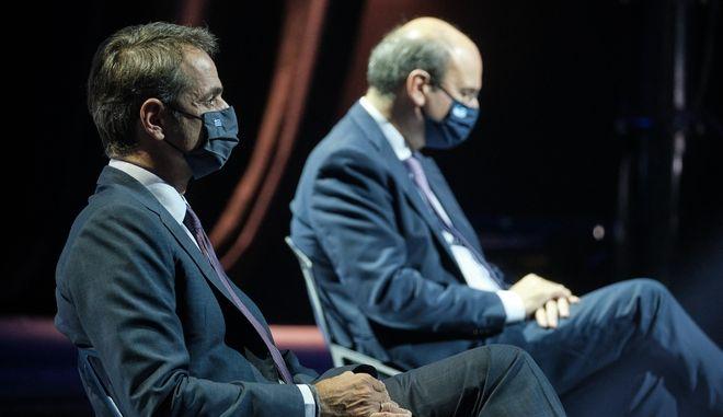 Ο πρωθυπουργός Κυριάκος Μητσοτάκης και ο υπουργός Εργασίας Κωστής Χατζηδάκης