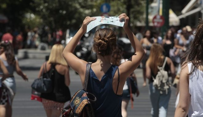 Υψηλές θερμοκρασίες στο κέντρο της Αθήνας την Τετάρτη 13 Ιουλίου 2016. (EUROKINISSI/ΣΤΕΛΙΟΣ ΣΤΕΦΑΝΟΥ)