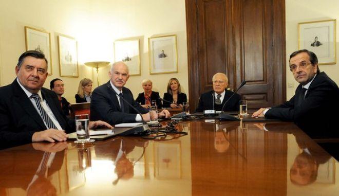 ΑΘΗΝΑ-Προεδρικό Μέγαρο-Νέα συνάντηση των πολιτικών αρχηγών Γ. Παπανδρέου,Α. Σαμαρά ,Γ. Καρατζαφέρη υπό τον Πρόεδρο της Δημοκρατίας Κ. Παπούλια για την επιλογή του νέου πρωθυπουργού και την σύνθεση της μεταβατικής κυβέρνησης.(PHASMA/Μ.ΚΑΡΑΓΙΑΝΝΗΣ)