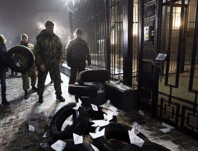 Πρώην Ουκρανοί στρατιώτες έξω από τη ρωσική πρεσβεία στο Facebook