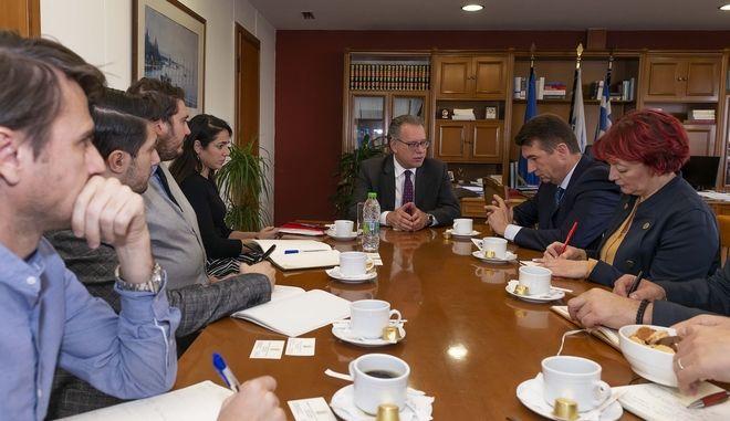 Συνάντηση του Γιώργου Κουμουτσάκου με την Δόμνα Μιχαηλίδου και τον πρέσβη της Σερβίας