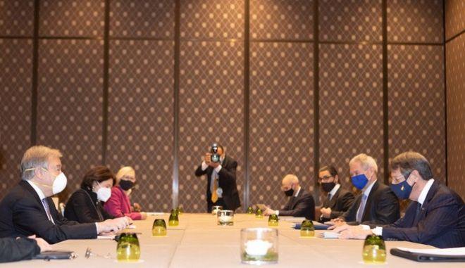 Συζητήσεις στην άτυπη πενταμερή υπό τον ΓΓ του ΟΗΕ στην Γενεύη, για το Κυπριακό