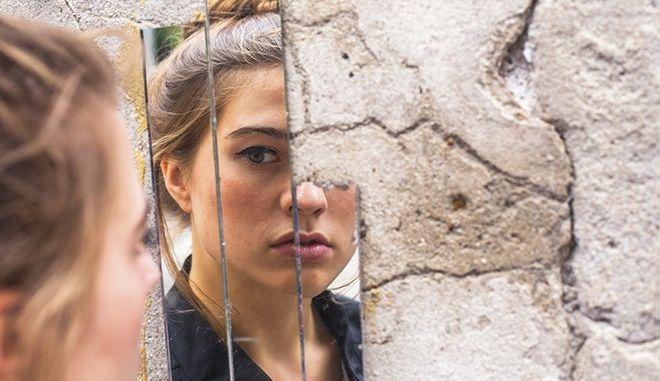 Μπροστά στο καθρέφτη - Μήπως παραλογίζεστε με την εξωτερική σας εμφάνιση;