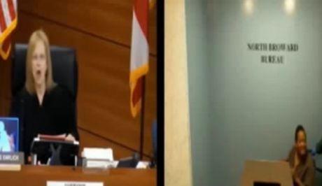 Δικαστής επιτίθεται σε άρρωστη κατηγορούμενη