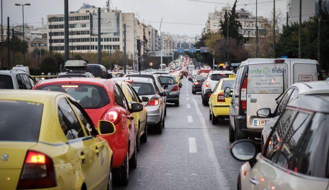 Κίνηση στους δρόμους της Αθήνας (φωτογραφία αρχείου)