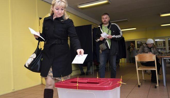 Στιγμιότυπο από τις εκλογές στη Ρίγα της Λετονίας