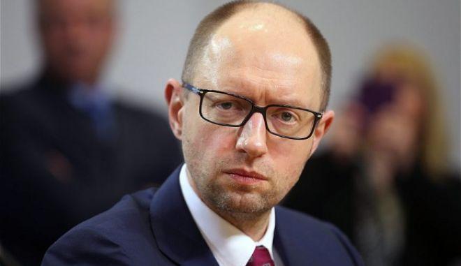 Ουκρανία: Με παύση πληρωμών του εξωτερικού της χρέους απειλεί η κυβέρνηση