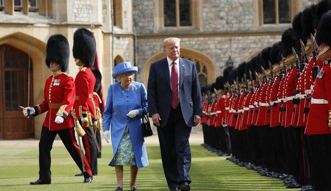 Από τη συνάντηση του αμερικανού προέδρου Ντόναλντ Τραμπ με τη Βασίλισσα της Αγγλίας Ελισάβετ