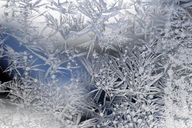 Πάγος καλύπτει γυάλινη επιφάνεια στο Ντιτρόιτ