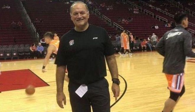 """Ο Έλληνας προπονητής που δουλεύει στην Κίνα: """"Ο κοροναϊός, η διακοπή και οι Αμερικανοί"""