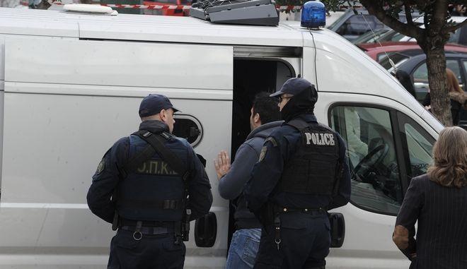 Ελεύθερος, με αυστηρούς περιοριστικούς όρους, ο ένας από τους 8 τούρκους αξιωματικούς.