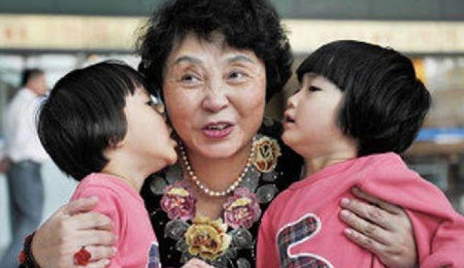 Μια 60χρονη Κινέζα γέννησε δίδυμα