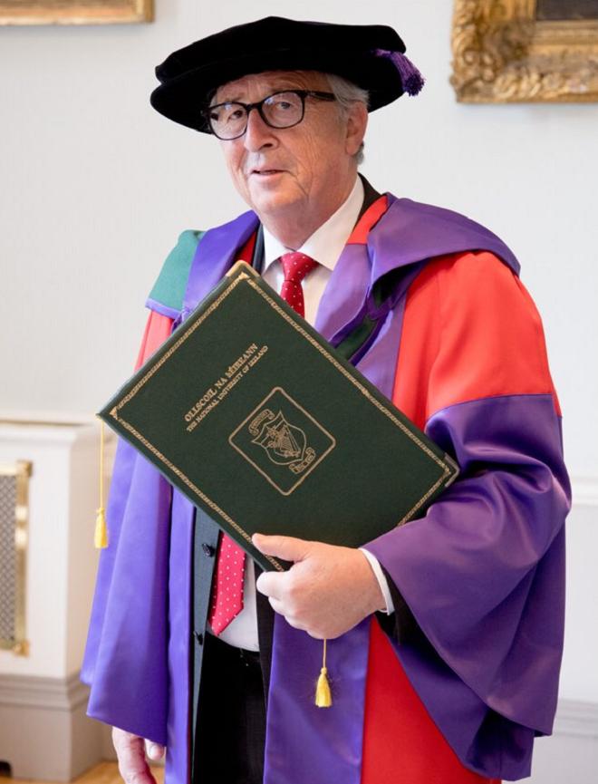 O Zαν Κλοντ Γιούνκερ κατά την αναγόρευσή του σε επίτιμο διδάκτορα σε Πανεπιστήμιο της Ιρλανδίας. 21 Ιουνίου 2018