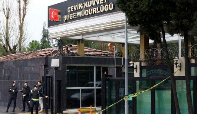 Δύο ένοπλες που έπληξαν αστυνομικό λεωφορείο σκότωσε η τουρκική αστυνομία