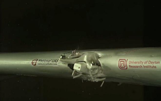 Τι μπορεί να συμβεί αν ένα drone συγκρουστεί με αεροπλάνο