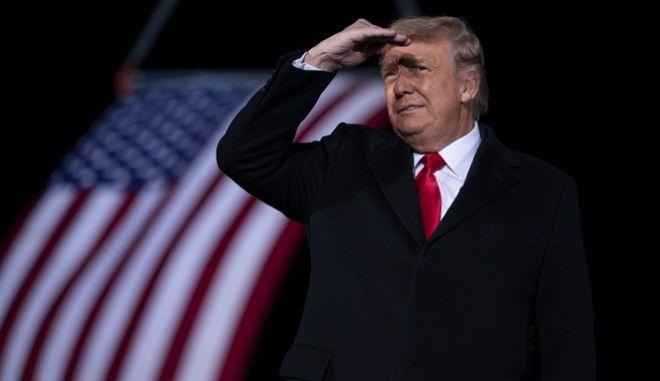 Τραμπ: Πώς καθαιρείται ένας πρόεδρος σε 10 μέρες