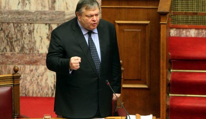 Στιγμιότυπο από την σημερινή συνεδρίαση της ολομέλειας τησ βουλής,κατά την συζήτηση επίκαιρης επερώτησης των Βουλευτών του ΣΥ.ΡΙΖ.Α.,σχετικά με την πολιτική της Κυβέρνησης στο χώρο των ακτοπλοϊκών συγκοινωνιών,Παρασκευή 24 Φεβρουαρίου 2012 (EUROKINISSI/ΓΕΩΡΓΙΑ ΠΑΝΑΓΟΠΟΥΛΟΥ)