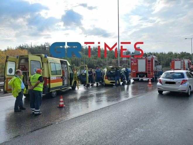 Θεσσαλονίκη: Πολλαπλά τροχαία λόγω κακοκαιρίας - 4 τραυματίες και ανατροπές οχημάτων