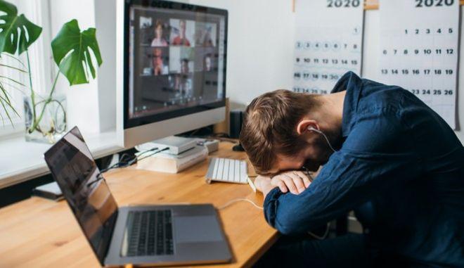 Τηλεργασία και νομικό πλαίσιο: Ανήκετε κι εσείς στο 30% όσων εργάζονται στον ελεύθερο χρόνο τους;