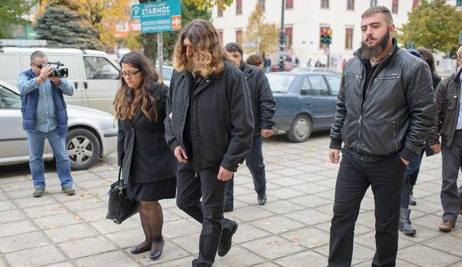 Δίκη στο Τριμελές Εφετείο Πλημμελημάτων Ιωαννίνων για την υπόθεση των ευθυνών του προσωπικού της Γαλακτοκομικής Σχολής σε σχέση με τα βασανιστήρια που υπέστη ο φοιτητής Βαγγέλης Γιακουμάκης την Παρασκευή 21 Οκτωβρίου 2016. Στην δίκη κατηγορούμενοι είναι ο πρώην διευθυντής της Γαλακτοκομικής Σχολής και η καθηγήτρια που ήταν υπεύθυνη της Εστίας, για παράβαση καθήκοντος κατ' εξακολούθηση, καθώς και ο πρώην υπουργός και πρώην βουλευτής, Χρήστος Μαρκογιαννάκης, για ηθική αυτουργία σε παράβαση καθήκοντος του διευθυντή. Τα αδικήματα για τα οποία παραπέμπονται έχουν σχέση με τη μη επιβολή πειθαρχικής τιμωρίας από τη διοίκηση της Σχολής σε βάρος των σπουδαστών, οι οποίοι έκαναν μπούλινγκ στον 20χρονο.  (EUROKINISSI/ΛΕΩΝΙΔΑΣ ΜΠΑΚΟΛΑΣ)