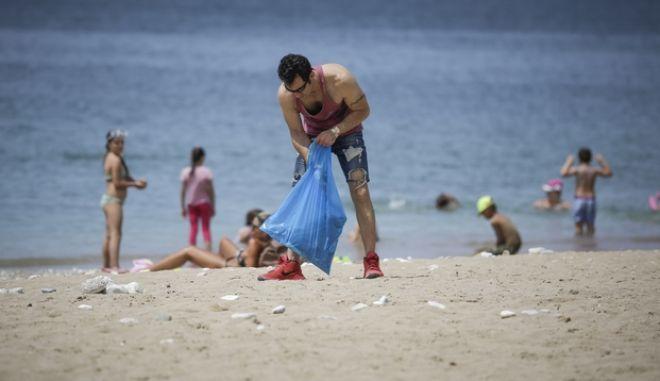 Από παλαιότερο καθαρισμό παραλίας