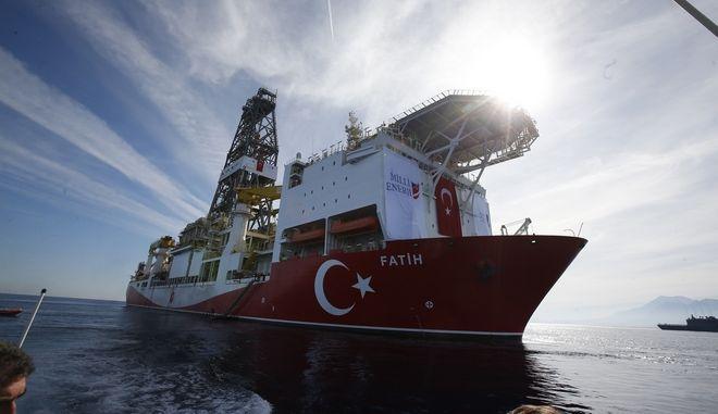 Τουρκικό σκάφος που πραγματοποιεί εξορύξεις στα ανοιχτά της Αττάλειας