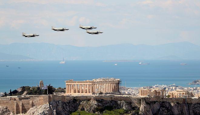 Στρατιωτική παρέλαση για τον εορτασμό των 200 ετών από την ελληνική επανάσταση