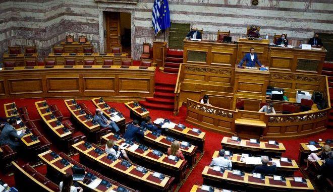 ΣΥΡΙΖΑ: Αποφεύγει τον Τσίπρα και αποπροσανατολίζει ο Μητσοτάκης