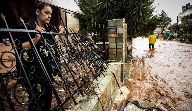 Οι επόμενη ημέρα από τις καταστροφικές πλημμυρες που ισοπέδωσαν τη Μάνδρα Αττικής. Πέμπτη 16 Νοεμβρίου 2017 (EUROKINISSI//ΤΑΤΙΑΝΑ ΜΠΟΛΑΡΗ)