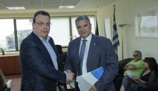 Συνάντηση του αναπληρωτή Υπουργού Περιβάλλοντος Σωκράτη Φάμελλου με τους εμπλεκόμενους φορείς για την ανακύκλωση.