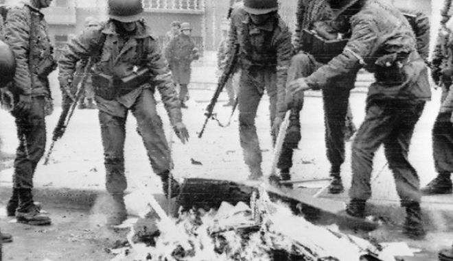 Chilean soldiers burning Marxist books in the capital city during the military coup, Santiago, 26 September 1973. Presidente Salvador Allende died in the Presidential Palace on the 11 September 1973 and Augusto pinochet, a career army officer, established himself at the head of the ensuing military regime.