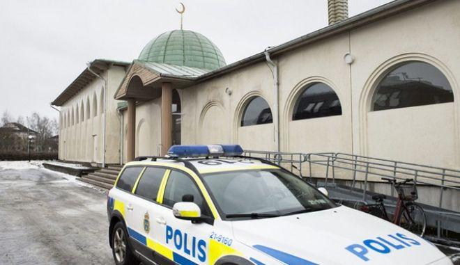 Σουηδία: Ρατσιστικά συνθήματα και σβάστικες σε τέμενος
