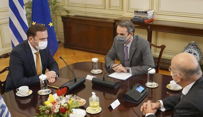 Συνάντηση του Πρωθυπουργού Κυριάκου Μητσοτάκη με τον Υπουργού Εξωτερικών της Βόρειας Μακεδονίας Μπουγιάρ Οσμάνι
