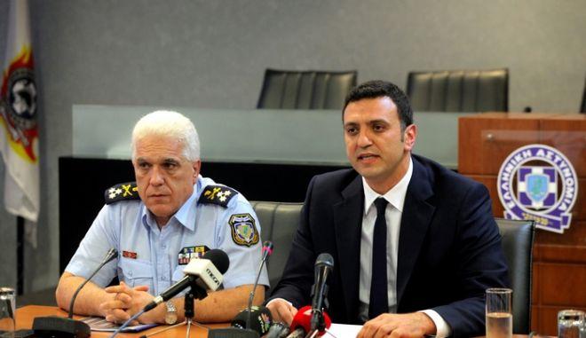 Ο Υπουργός Δημόσιας Τάξης Βασίλης Κικίλιας και ο Αρχηγός της ΕΛΑΣ Αντιστράτηγος Δημήτριος Τσακνάκης,έκαναν δηλώσεις σχετικά με την σύλληψη του Νίκου Μαζιώτη,Τετάρτη 16 Ιουλίου 2014 (EUROKINISSI/ΚΩΣΤΑΣ ΚΑΤΩΜΕΡΗΣ)