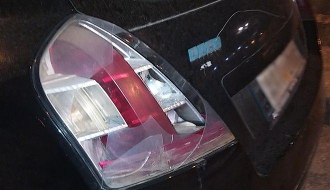 """Αστυνομικός της ομάδας """"ΔΡΑΣΗ"""" έσπασε το φανάρι σταθμευμένου αυτοκινήτου"""