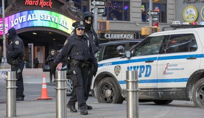 Αστυνομικές δυνάμεις στην Τάιμς Σκουέρ στη Νέα Υόρκη