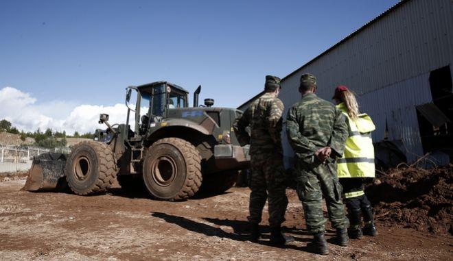Συνεχίζονται οι προσπάθειες αποκατάστασης των καταστροφών στη Μάνδρα που προκάλεσαν οι μεγάλες πλημμύρες στηνΔυτική Αττική από την μεγάλη κατιαγίδα της Τετάρτης 15 Νοέμβρη 2017. Δευτέρα 20 Νοέμβρη 2017. (EUROKINISSI / Στέλιος Μισίνας)