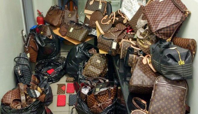 'Μαϊμού' τσάντες σε εμπορικά της Θεσσαλονίκης