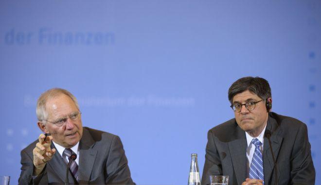 Απίστευτος διάλογος Λιου - Σόιμπλε: 'Να βάλετε κι εσείς χρήματα εάν θέλετε να σωθεί η Ελλάδα'