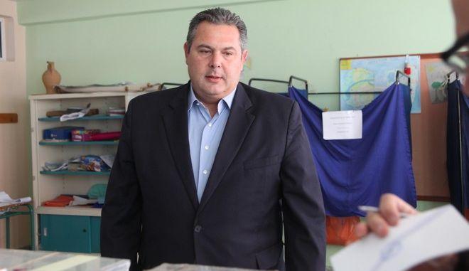 Στο 2ο δημοτικο σχολειο Γλυφαδας ψηφισε ο Προεδρος των Ανεξαρτητων Ελληνων Πανος Καμμενος (EUROKINISSI/ ΓΙΑΝΝΗΣ ΠΑΝΑΓΟΠΟΥΛΟΣ)