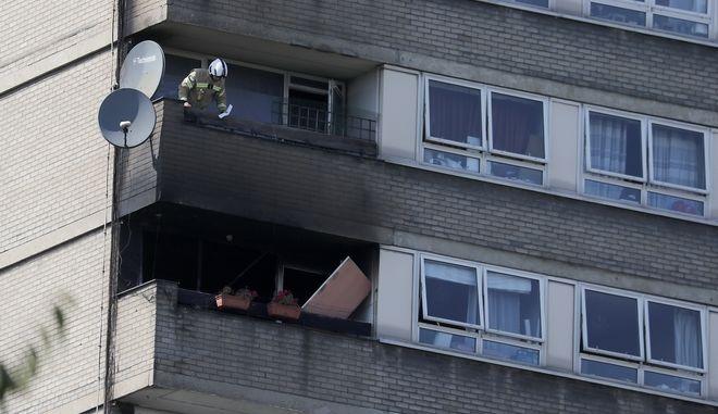 Φωτιά στον 12ο όροφο πολυκατοικίας στο Λονδίνο